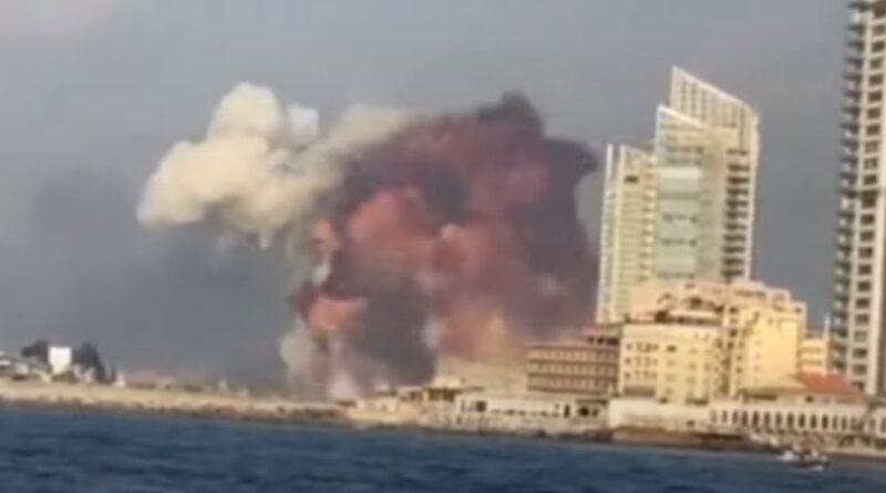 MASSIVE explosion ஒரு பெரிய வெடிப்பு Capital of Lebanon central   உலுக்கியது
